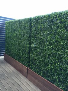 Artificial Boxwood Hedge with Timber Plants