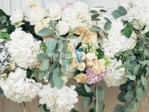 making a wedding flower wall