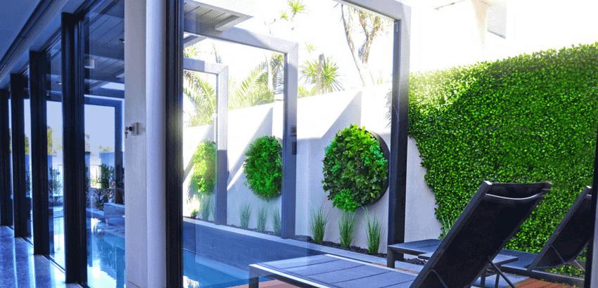 Stunning green wall discs and fake jasmine hedge