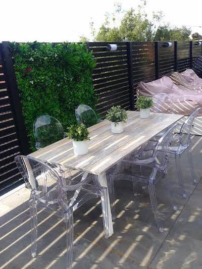 Use different artificial plants together to create a lively outdoor garden